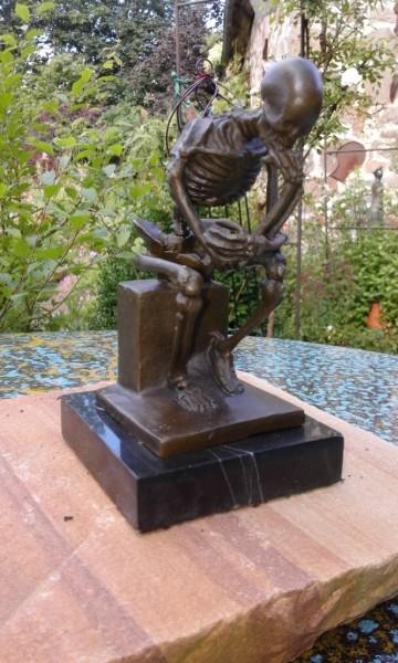 Der Denker Skelett Bronze groß