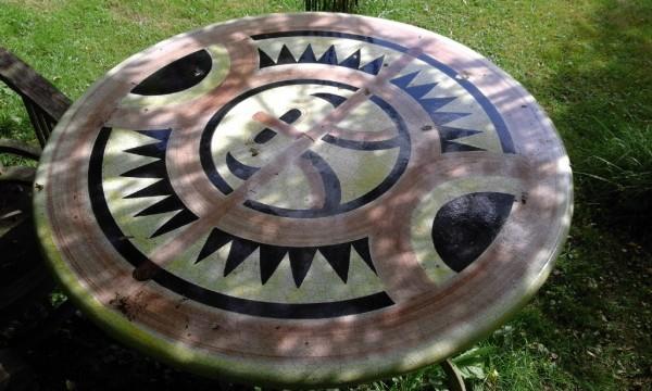 Tischplatte aus gesägtem Vulkanstein handgemalt frostfest gebrannt